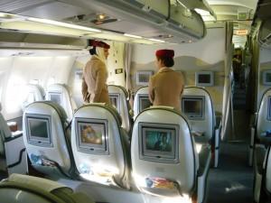 Фото Экономический класс самолет A340 авиакомпании Эмирейтс www.air-agent.ru