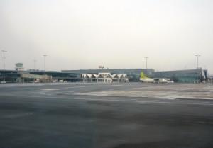 Фотография: Терминал международного аэропорта Рига въезд со стороны города