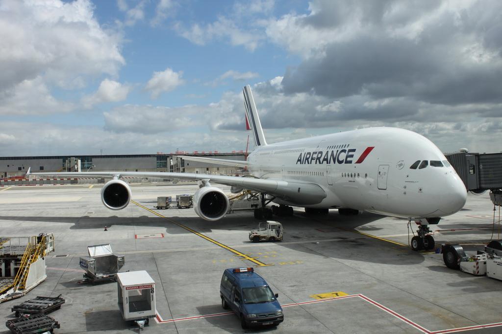 Фото: Самолет Airbus 380 авиакомпании Air France.